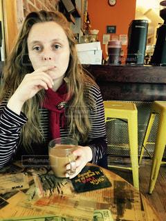 女性,1人,NY,cafe,若い,外国人,若い女性