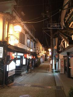 夜の温泉街の写真・画像素材[759270]
