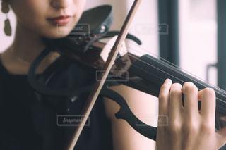 "MUSIC ""violinist""の写真・画像素材[2405359]"