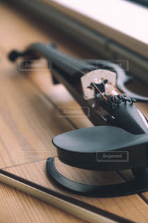 """TABLE """"lie""""の写真・画像素材[2405900]"""