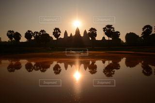 アンコールワット日の出の瞬間の写真・画像素材[2077605]