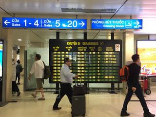 フラップ式空港掲示板の写真・画像素材[1734711]