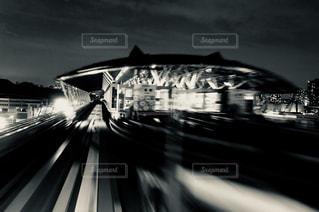 夜、トラックの鉄道の写真・画像素材[864513]