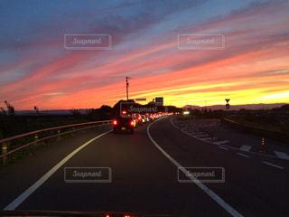 夕暮れ時の街の景色の写真・画像素材[1268882]