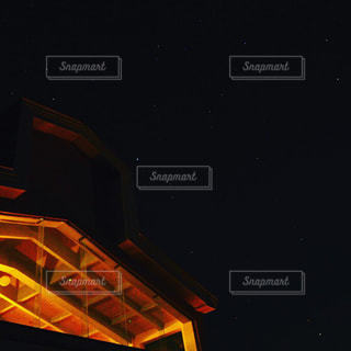 ホテルと星空の写真・画像素材[2118980]