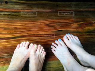 足湯とペディキュアを塗った足の写真・画像素材[499523]