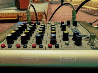 音響卓のアップの写真・画像素材[1423639]