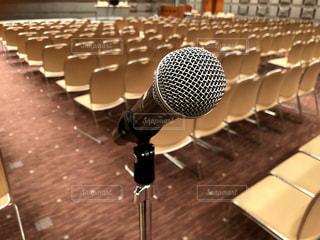 イベント会場でのマイクの写真・画像素材[1428053]
