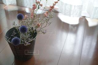 ピンクと紫系でまとめたドライフラワー。の写真・画像素材[721107]