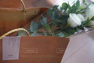 花束を持ち帰り。幸せの写真・画像素材[726686]