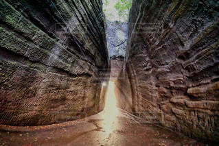 千葉観光のスポット。灯篭坂大師の切り通しトンネル。の写真・画像素材[811455]