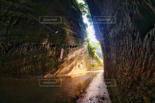 千葉観光でオススメスポット。灯篭坂大師の切り通しトンネル!の写真・画像素材[811457]