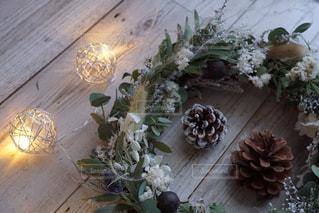テーブルの上の花の花瓶の写真・画像素材[862681]