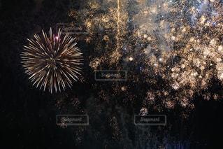 空に花火の写真・画像素材[1291143]