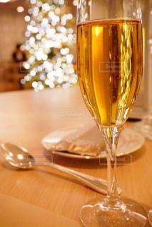 近くにワインのグラスのの写真・画像素材[1711039]
