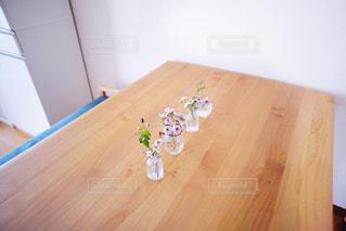 木製のテーブルの写真・画像素材[2425955]