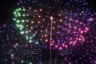 空の花火の写真・画像素材[2909210]