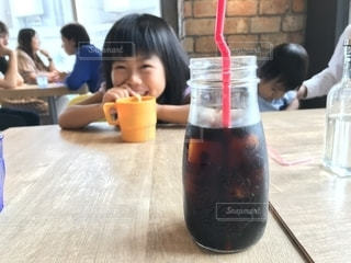 カフェでまったりコーヒータイムの写真・画像素材[2303434]