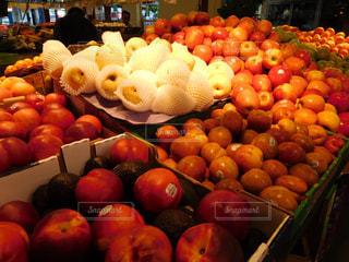 様々 な新鮮な果物や野菜の展示 - No.707970