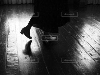 足もとの反射の写真・画像素材[1596830]