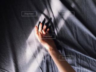 自分撮りをする人の写真・画像素材[2428191]