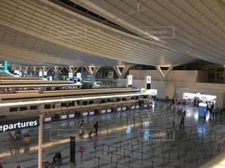 空港でチェックインの写真・画像素材[765032]
