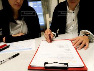 契約書に捺印(詳細モザイク加工済み)の写真・画像素材[2272599]