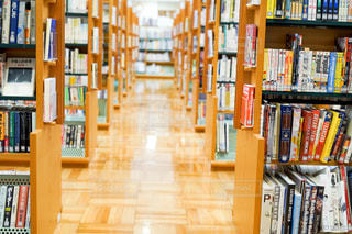 本でいっぱいの本棚の写真・画像素材[2509331]