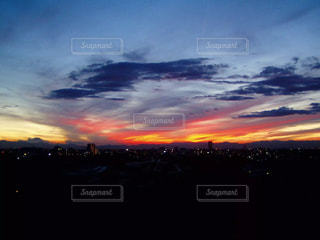 燃えるような夕日の写真・画像素材[350469]