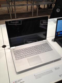 展示会で見かけたノートパソコンの写真・画像素材[1085685]