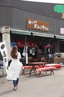 艶髪の女の子 団子屋さんに行くの写真・画像素材[2474929]