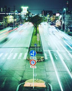 ナイト撮影で国道を歩道橋から^ - ^の写真・画像素材[2511053]