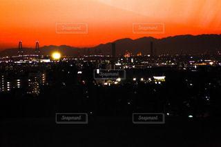 夜の街の夕日の写真・画像素材[2727147]