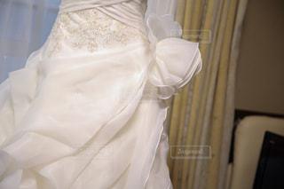 白いウェディングドレスの写真・画像素材[2834987]