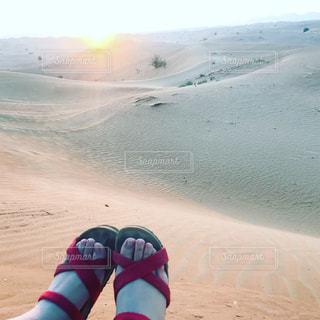 砂漠で日の出の写真・画像素材[1068550]