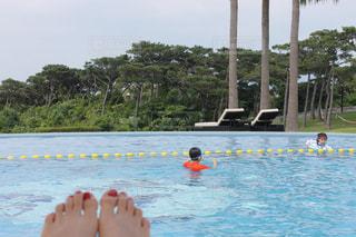 プールで泳ぐ子供の写真・画像素材[1188160]