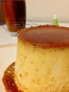 皿の上のケーキのスライスをクローズアップの写真・画像素材[2716543]