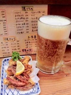 テーブルの上のコーヒー1杯の写真・画像素材[2720612]