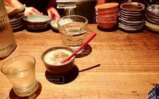 テーブルの上の食べ物の写真・画像素材[2720635]