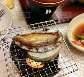 皿の上の食べ物のボウルの写真・画像素材[2720655]