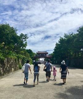 通りを歩く人々のグループの写真・画像素材[2723009]