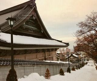 雪に覆われた建物の写真・画像素材[2723080]