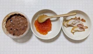 皿の上の果物のボウルの写真・画像素材[2747856]