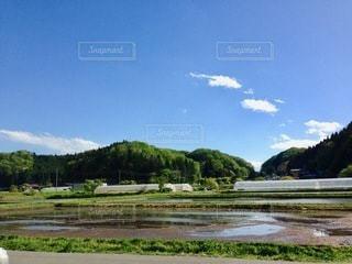 列車は川の側に止まっているの写真・画像素材[2761144]