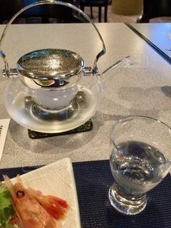 テーブルの上の食べ物の皿の写真・画像素材[2773494]
