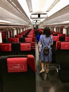 駅に立っている人の写真・画像素材[2773501]
