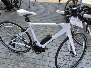 歩道に駐車している自転車の写真・画像素材[2773551]