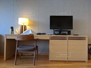 ベッドルーム(ベッドルーム、ベッド、デスク付)が1室あります。の写真・画像素材[3429622]