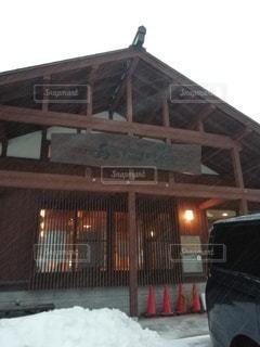 雪に覆われた家の写真・画像素材[3430133]