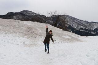 冬,雪,景色,女,女子,女の子,旅行,旅,ゆきだるま,寒い,遊び,無邪気,雪合戦